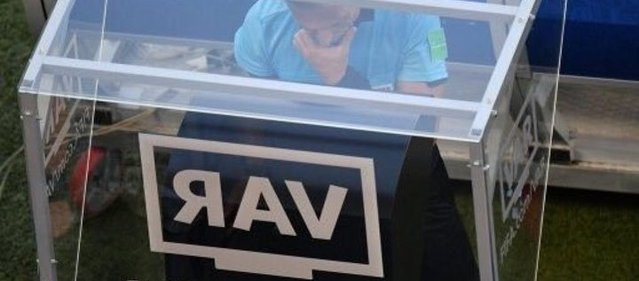 Another VAR Controversy As Employee Disconnects The Technology To Charge Phone During A Match