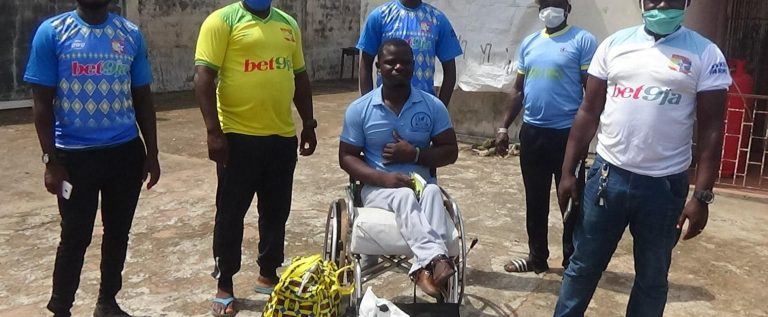Remo Stars FC Donate COVID-19 Palliatives To Supporters, Others