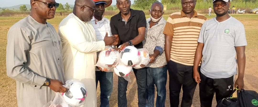 Niger Tornadoes Donate Balls To wakili Academy